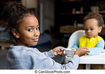 irmã, alimentação, irmão, dela