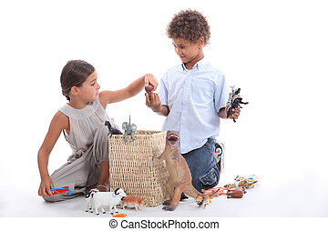irmã, animais brinquedo, irmão, tocando