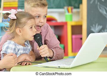 irmã, cantando, irmão, karaoke