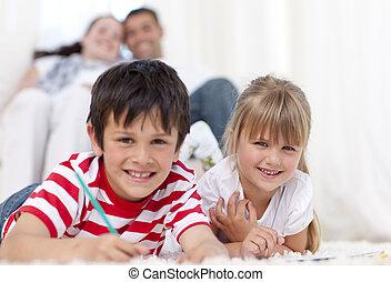 irmã, chão, irmão, living-room, sorrindo, quadro