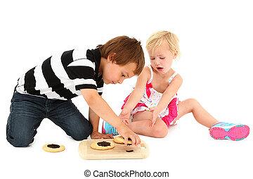 irmã, chão, sentando, irmão, cozinheiro, adorável, caucasiano