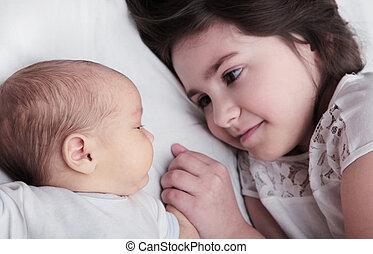 irmã, irmão, mão, recem nascido, prendendo bebê