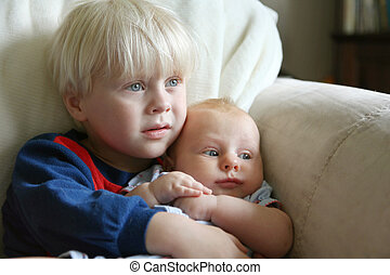 irmã, irmão, sofá, prendendo bebê, toddler