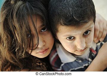 irmã pequena, irmão, mau, miséria, sujo, condição