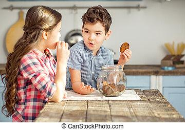 irmã, seu, biscoitos, irmão, tendo, feliz