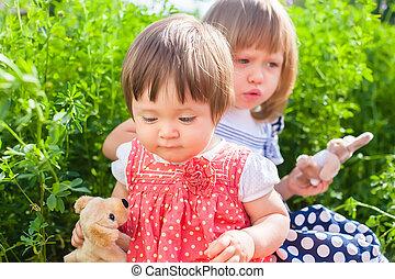 irmãs, tocando, dois, brinquedos