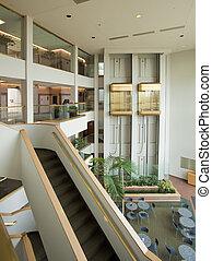 irodaépület, lobbizik