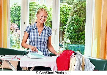 ironing, dona de casa