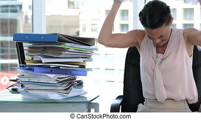 irritato, donna affari, in, ufficio