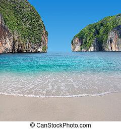 IsBuatiful island paradise, nice sea and sky