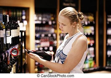 iscrizione, donna, bottiglia, lettura, negozio, vino