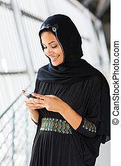 islamique, utilisation, femme, intelligent, téléphone