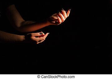 isoalted, tendre, noir, arrière-plan., tenant mains, femme
