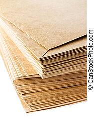 isolé, jaune, recyclé, papier, enveloppes, backg, blanc, pile
