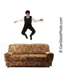 isolé, jeune, sofa, idée, haut sauter, conceptuel, homme affaires