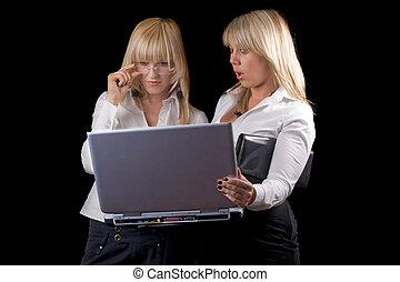 isolé, laptop., jeune, noir, deux, femmes affaires