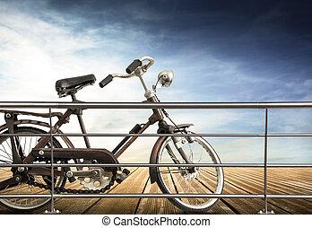 isolado, bicicleta, em, madeira, calçada