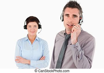 isolado, trabalhadores escritório, usando, headsets