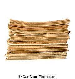 isolato, fondo, stracciato, bianco, giornali, pila
