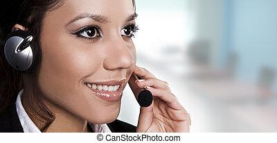 isolato, ritratto, di, uno, bello, helpdesk, o, sostegno, linea, operatore, risposta, uno, call.