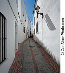 Istan is a beautiful town in the Malaga province in Andalusia, Southern Spain. It lies beneath the Sierra Blanca in the valley of the Rio Verde about 15 km to the northwest from Marbella