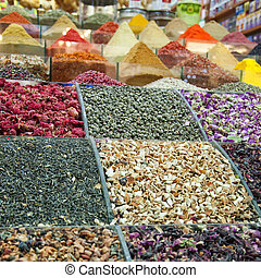 Istanbul egyptian spice market 04