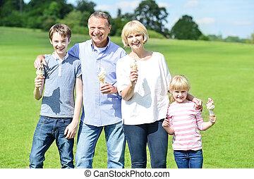 isteni finom, tölcsér, család, jég, jókedvű, birtok, krém