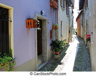 itália, cannobio., rua estreita