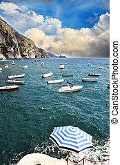 itália, velejando, -, amalfi, navios, costa, praiano, pequeno, linha, ao longo