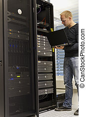 IT Consultant - IT Engineer / Consultant working and ...