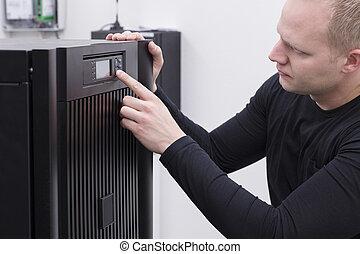 IT Consultant operates UPS in Data Center - IT Engineer/...