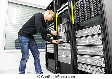 IT engineer installs blade server in datacenter - It...