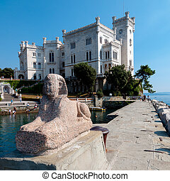 Italia - Miramare - Sphinx statue and Miramare castle -...