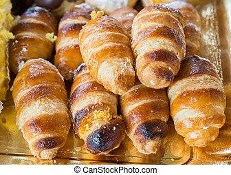 Italian cream horn pastries