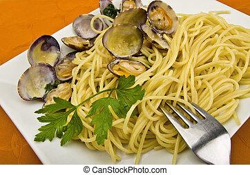 Italian Cuisine , Clam sauce with spaghetti