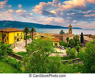 Italian lake houses with stunning view on Lake Garda, ...