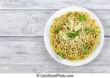 italian spaghetti with basil sauce pesto