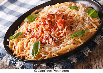 italiano, food:, espaguetis, con, amatriciana, salsa, closeup., horizontal