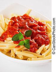 italiano, macarrones, pastas, con, salsa de tomate