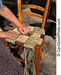 italiano, tradicional, handicraft:, mulher, fazer, um, palha, assento, para, cadeira madeira