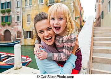 italie, venise, mère, bébé, portrait, girl, heureux