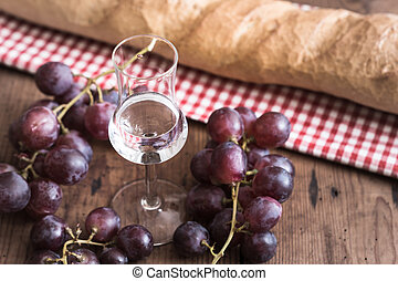 Grappa with Grape and Bread - italien Grappa with Grape and ...