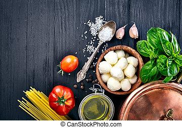 italienische speise, nudelgerichte, mit, kã¤se, mozzarella, basilikum