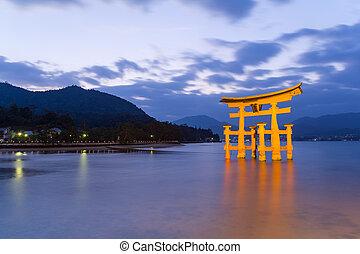 itsukushima shrine, notte