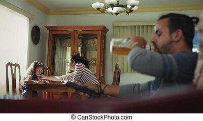 ivre, tv, alcool, regarder, maison, boire, mari
