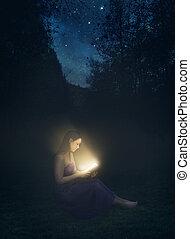 izzó, könyv, éjjel