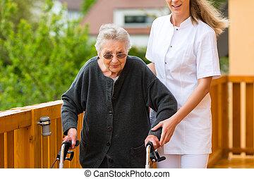 jár keret, fiatal, női, ápoló, idősebb ember