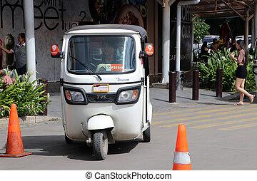 jármű, fehér, forgalom, phnom, út, egyetlen, penh., tricikli, használt, three-wheeled, tuk, taxi., azt, alkalmaz, vagy, taxi, életmód, szerkesztőségi, szín, motorizált
