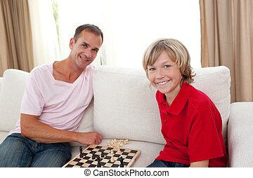 játék, atya, törődik, sakkjáték, fiú, övé