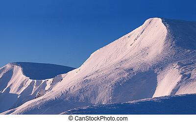 jättestor, snöig, bergstopp, på, den, skida resorten